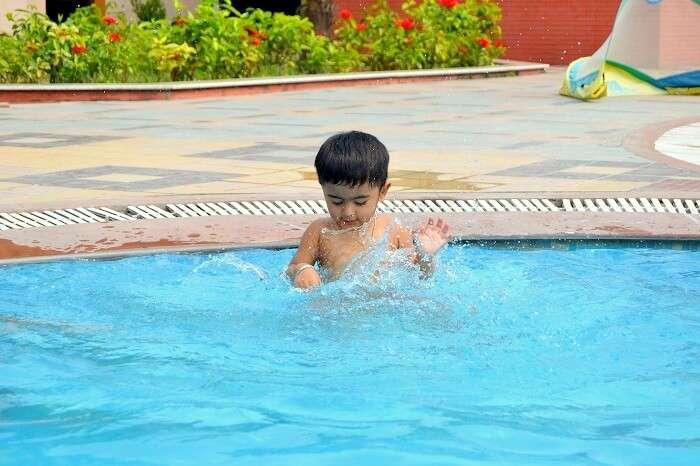 pool resorts near jim corbett