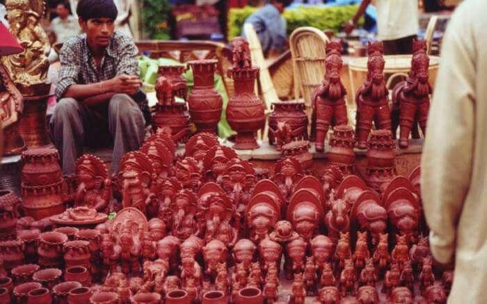 A potter show in INA market in Delhi