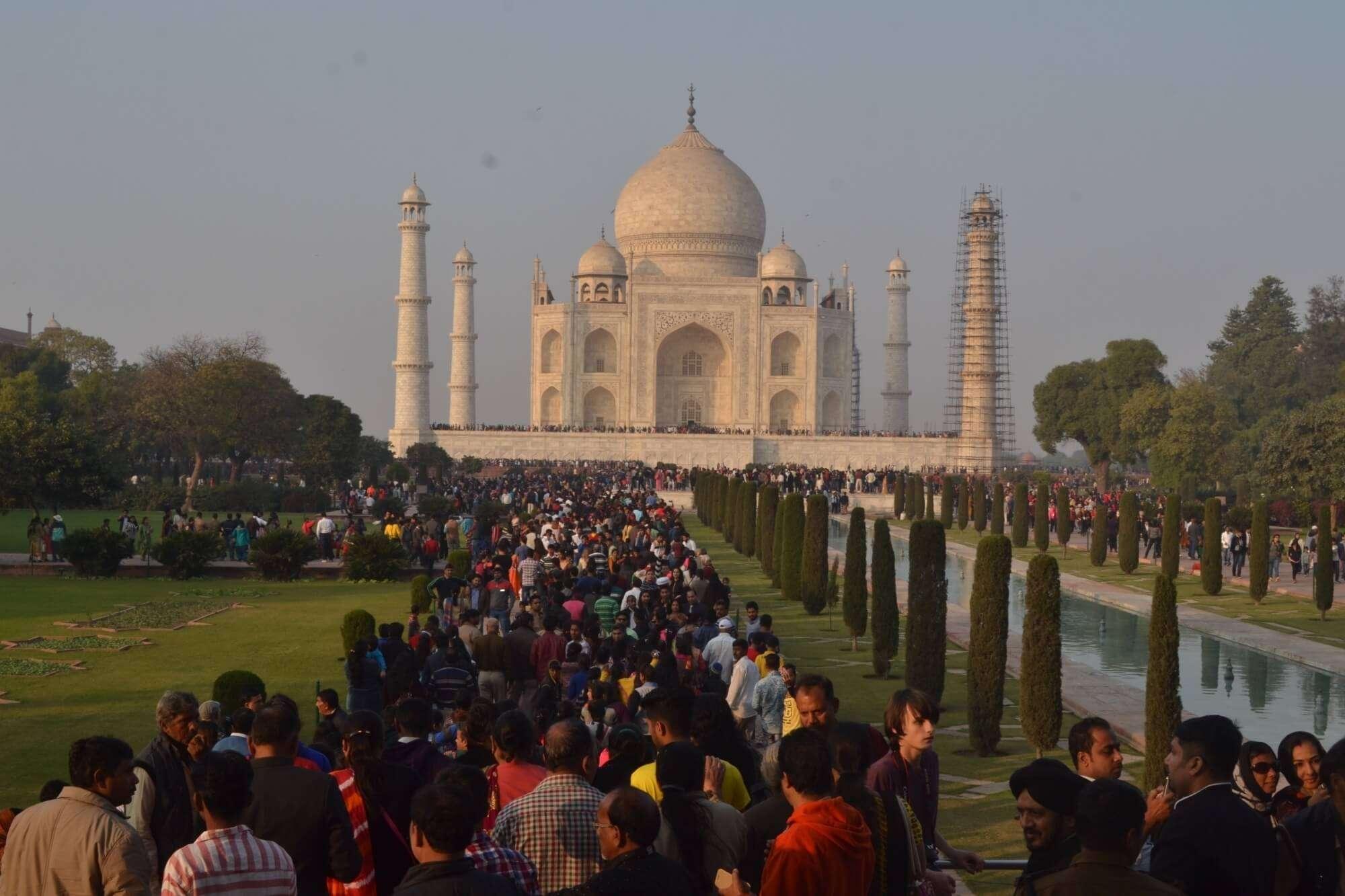 crowd in Taj Mahal