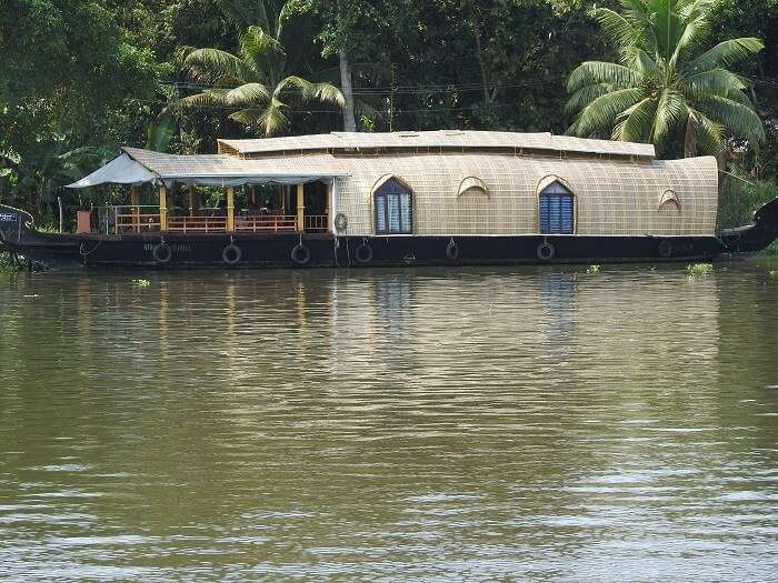 kerala houseboat stay