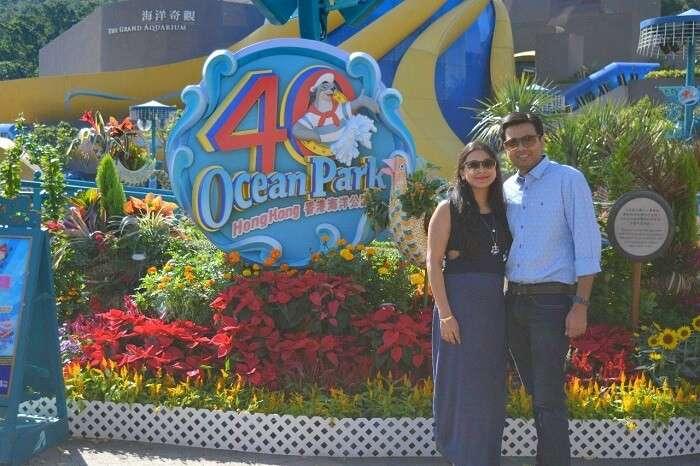 isha aggarwal hong kong family trip: isha and husband in ocean park