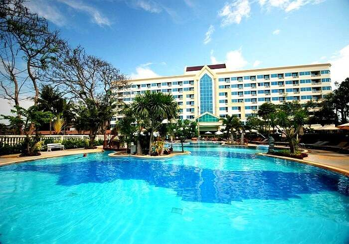 Swimmin pool at Jomtien Garden Hotel Pattaya