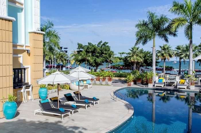 Swimming pool at Wave Hotel Pattaya