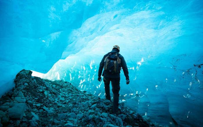 acj-kayak-in-canada-glacier
