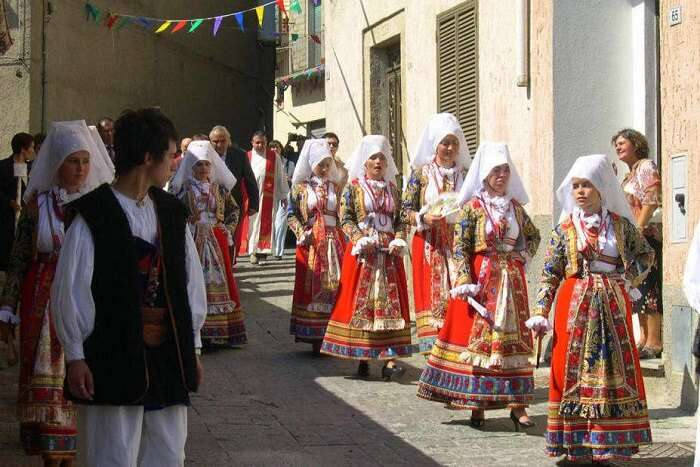 ollolai carnival with bright costumes and parade