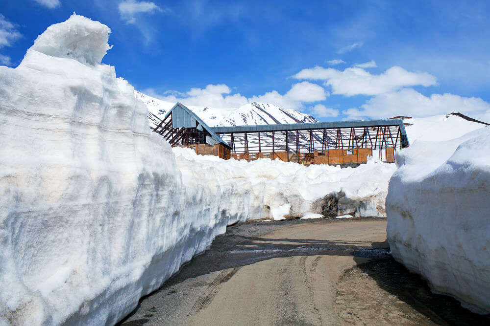 rohtang pass covered in snow