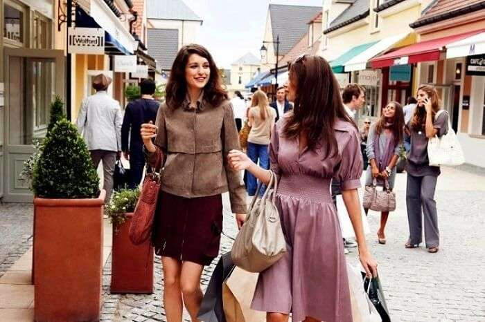 shopping in paris streets