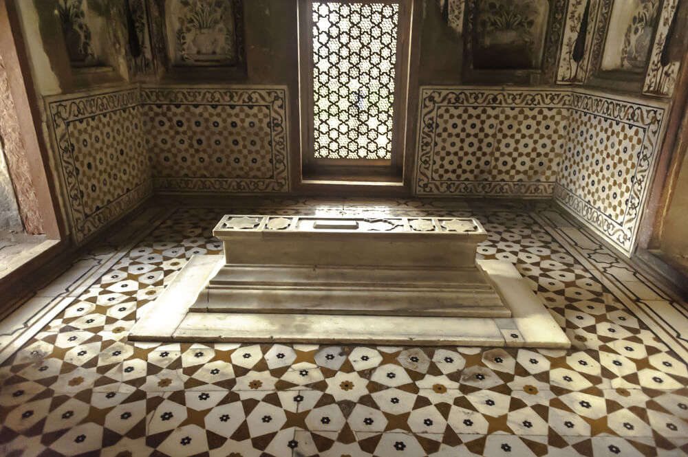 Mum Taj Mahal coffin
