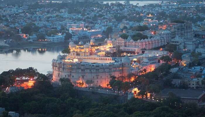 Evening_view,_City_Palace,_Udaipur