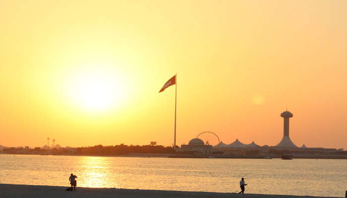 Go sunset watching at Abu Dhabi Corniche