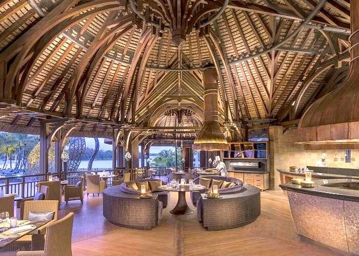 Sitting of Safran restaurant mauritius