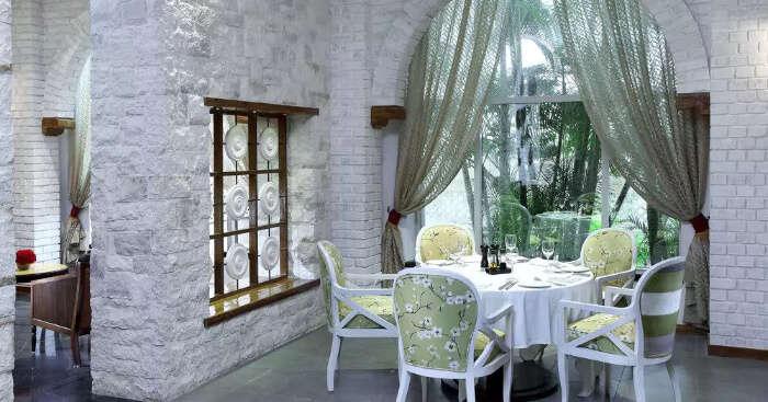 Sheraton Grand Pune Bund Garden Hotel dining area