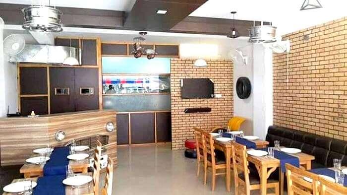 garage dine in restaurant Dehradun