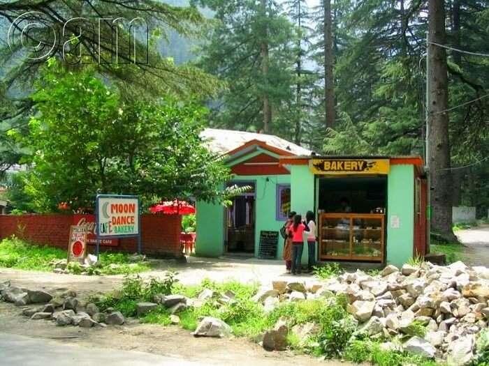 moondance cafe in kasol