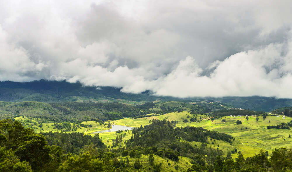 Mannavanur Lake under clouded sky