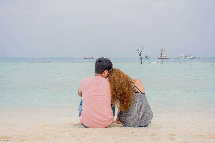 ankit wadhwa maldives honeymoon: photoshoot on beach