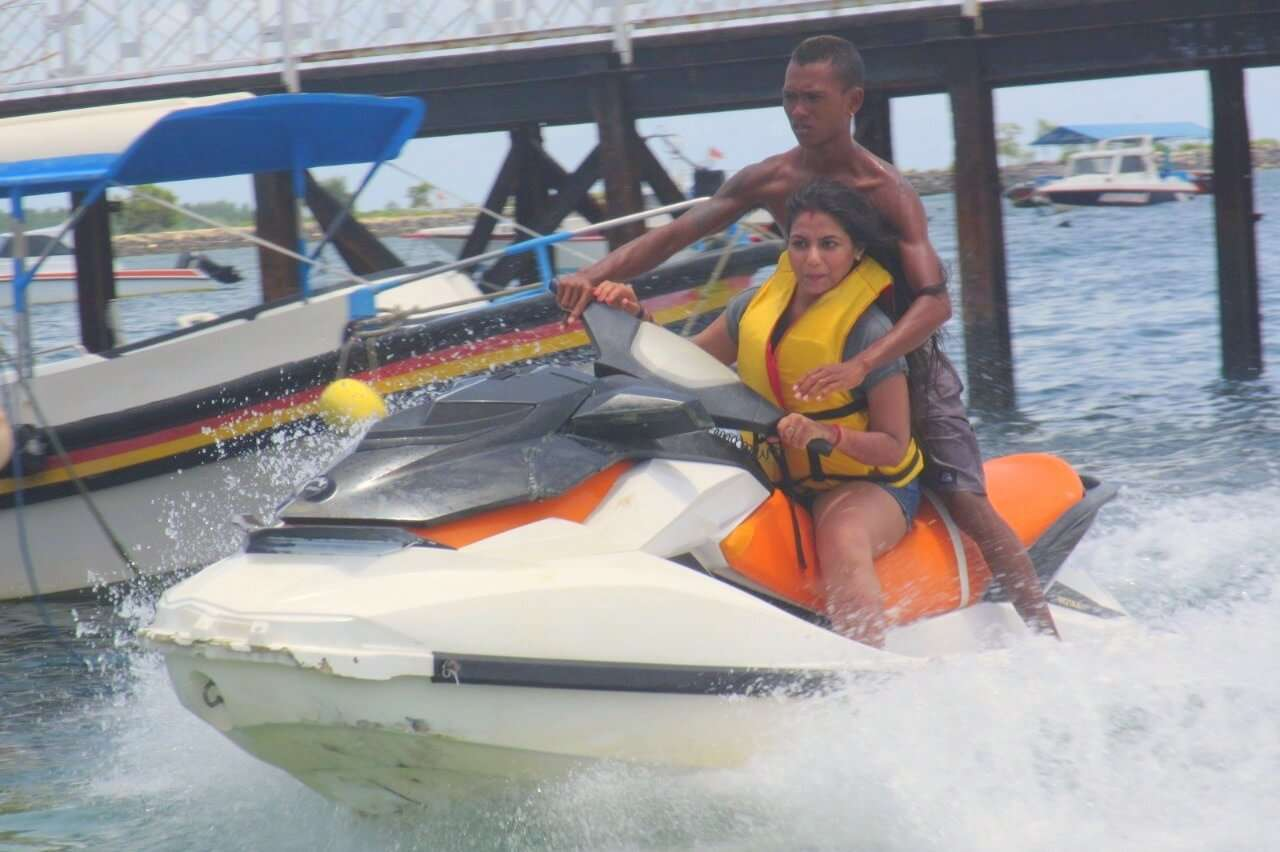 tushar honeymoon trip to Bali: tushar wife jet skiing