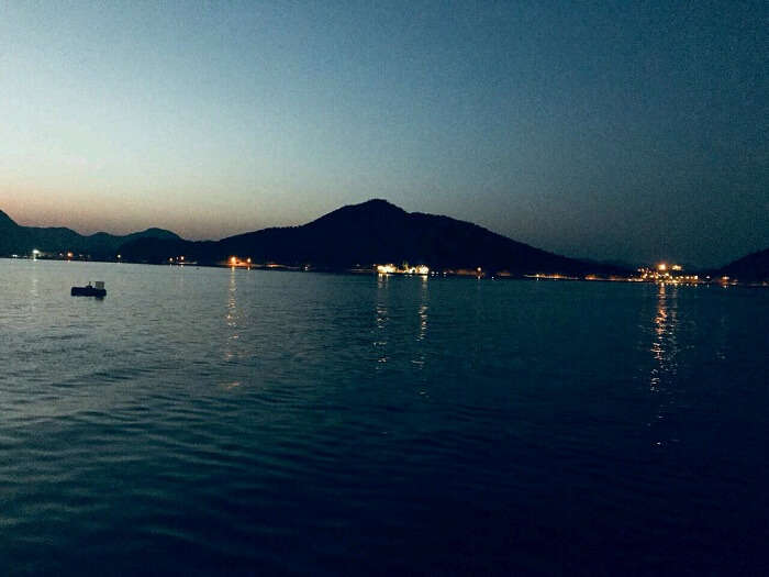 lake pichola night