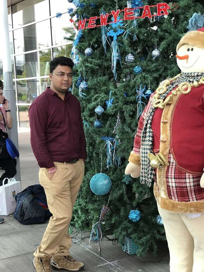 Himanshu honeymoon trip to Mauritius: christmas decor at airport