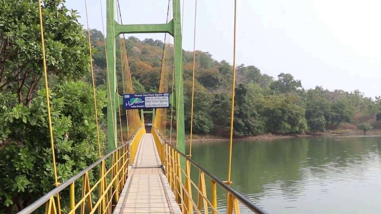 bridge over Laknavaram Lake