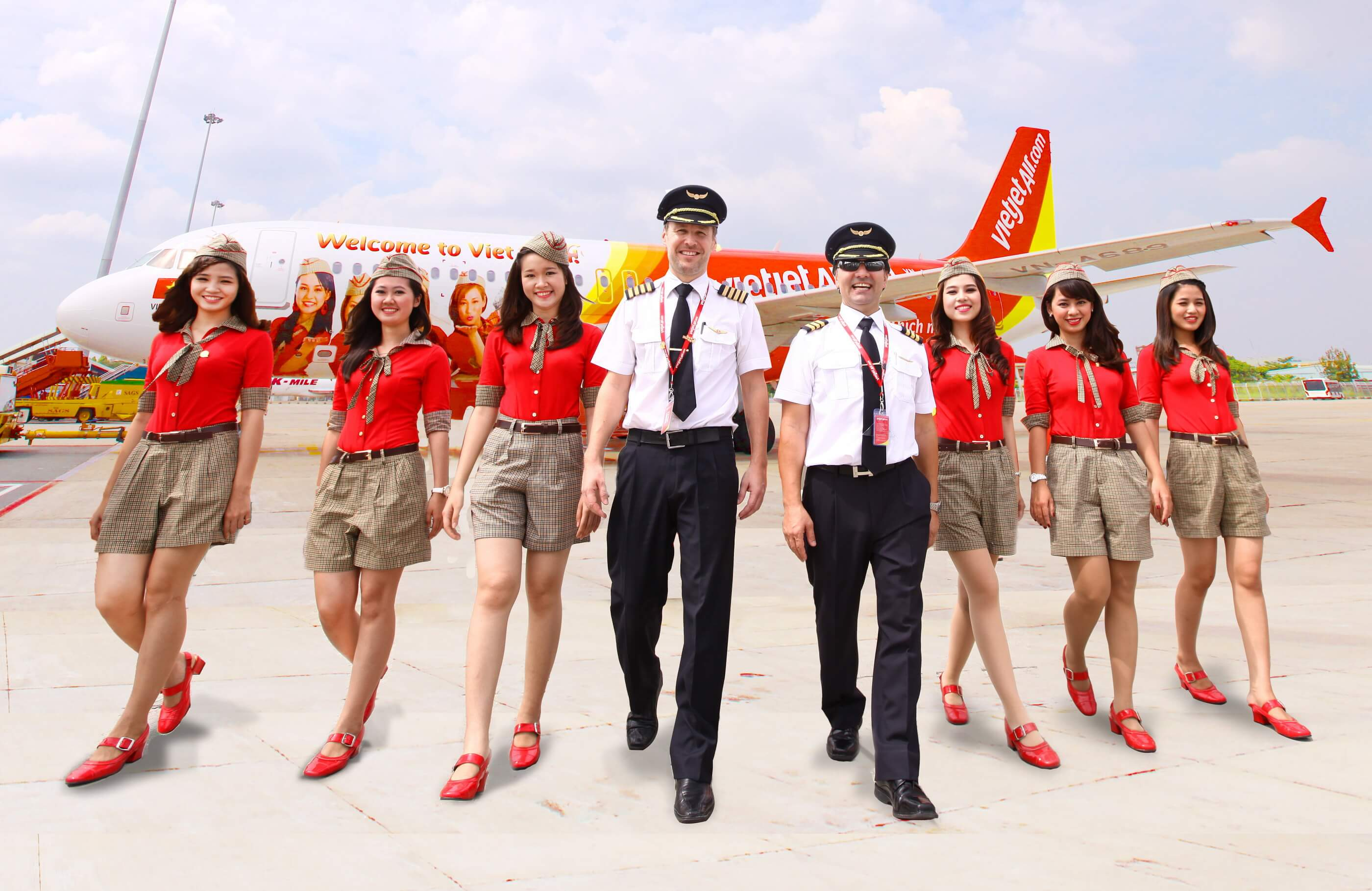 pilots and air hostesses of vietjet