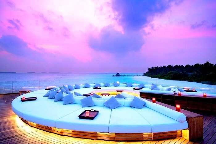 Restaurant at Anantara Kihavah Maldives
