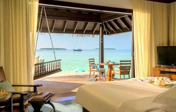 Room at Anantara Kihavah Maldives Villas room