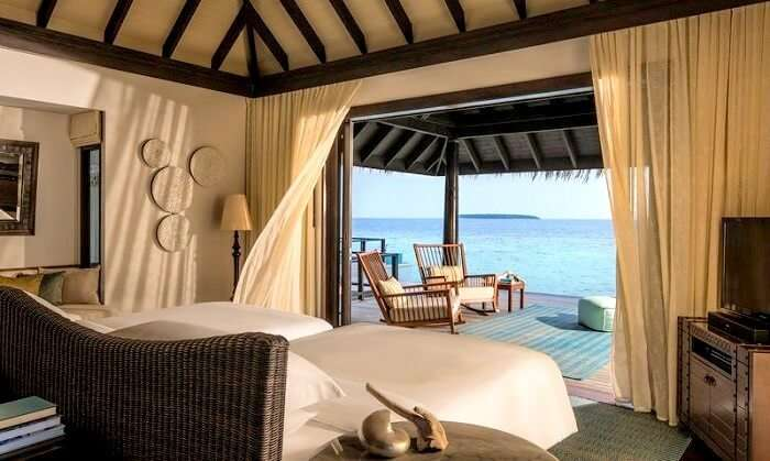 Bedroom of Anantara Kihavah Maldives Villas