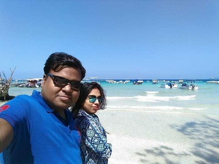 honeymooners at elephanta beach