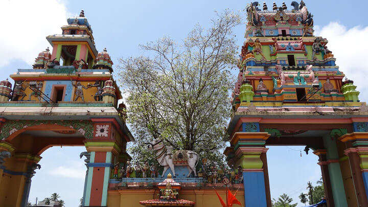 a colourful old temple in Kollam