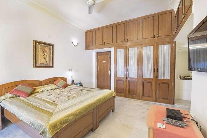 stay at Girisadan Homestay jaipur
