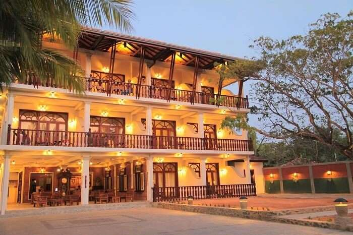 stay at Wunderbar Beach Club Hotel bentota