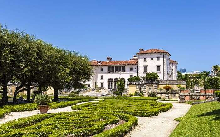 Explore the Vizcaya Museum and Gardens