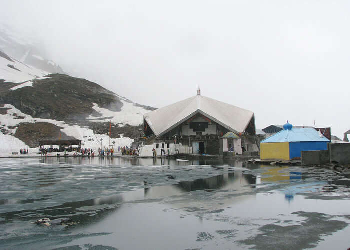 Lake and gurudwara of Hemkunt