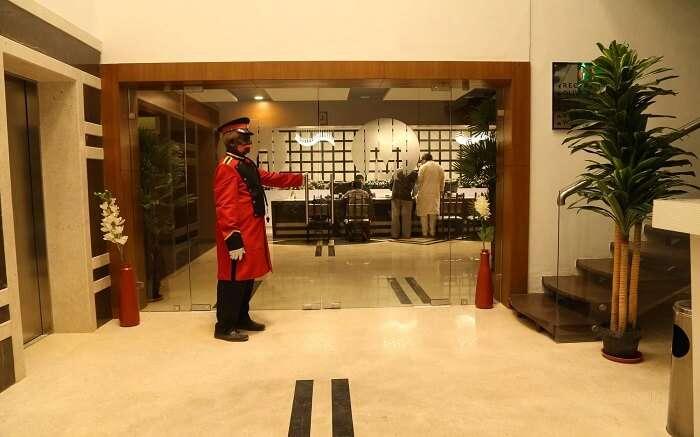 Hotel Metropolis ss01052018