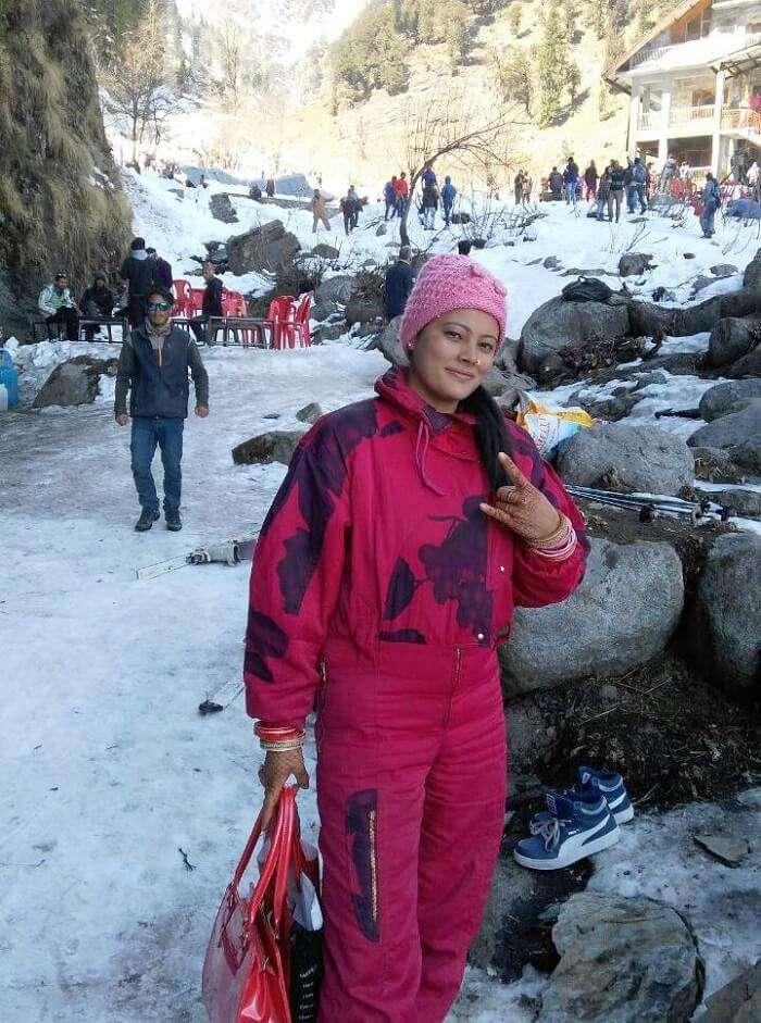 kuldeep manali honeymoon trip: kuldeep wife at solang