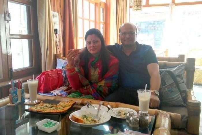 kuldeep manali honeymoon trip: drifter's cafe