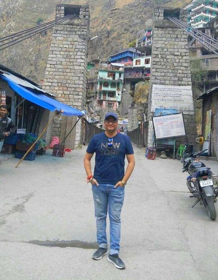 kuldeep manali honeymoon trip: kuldeep near market
