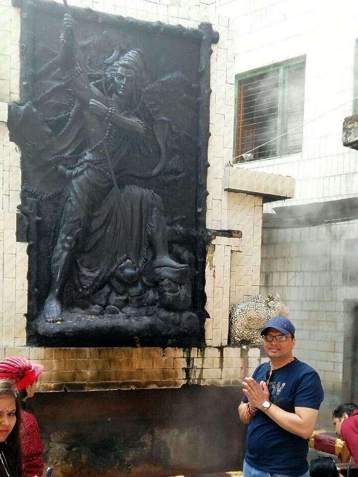 kuldeep manali honeymoon trip: posing near shiv statue in manikaran temple