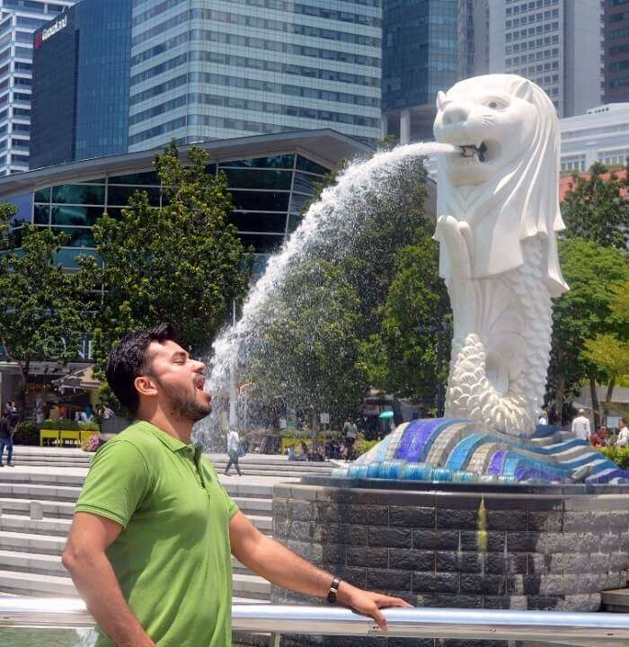 anshu singapore trip: sushant at merlion