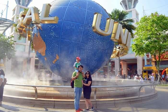 anshu singapore trip: universal studios globe