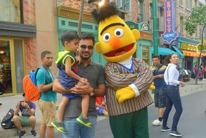 anshu singapore trip: sushant with son at universal studios