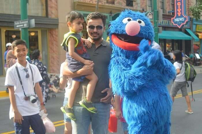 anshu singapore trip: sushant with son inside universal studios