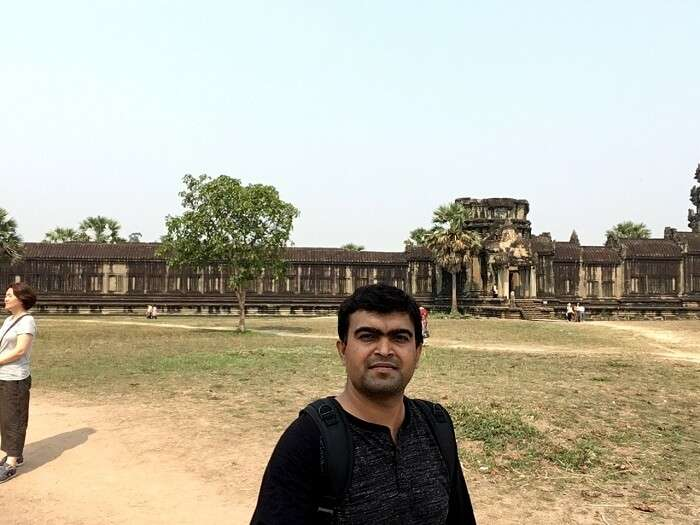 traveller make a visit to the world's largest temple