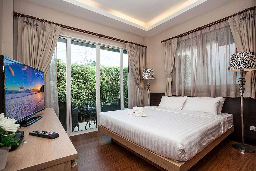 inside a bedroom of Jomtien LAmore Villa