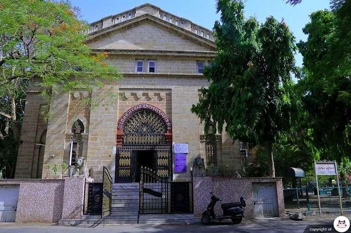 Gujarati literature, fiction and reference books