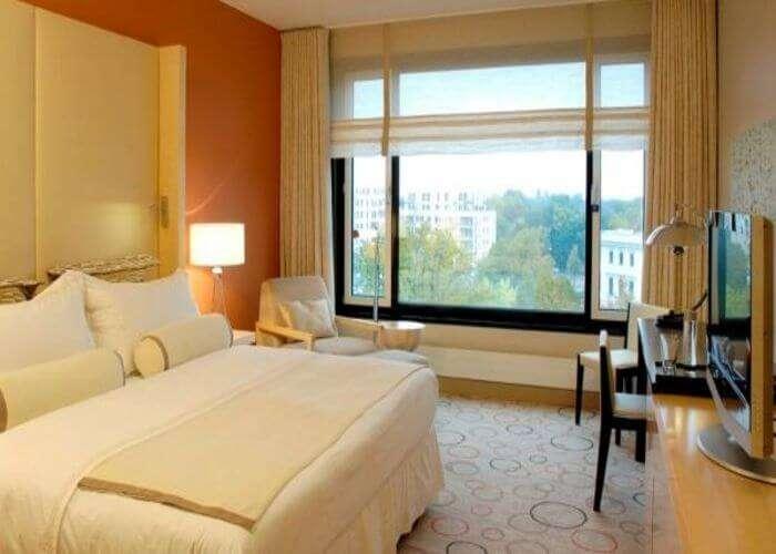 Sheraton-Berlin-Grand-Hotel-Esplanade-Classic-Zimmer__700x500