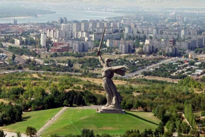 Volgograd_and_the_Motherland_statue