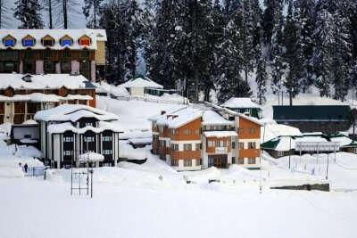stay at Welcome Hotel Gulmarg kashmir