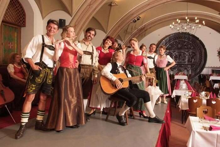 Witness the Austrian Dinner Show in vienna